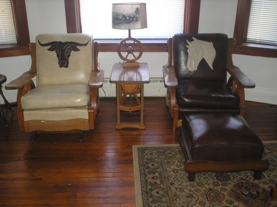 COWBOY WESTERN WAGON WHEEL ROCKER, CHAIR, OTTOMAN, ONE TABLE LAMP WITH LAMP AND SHADE